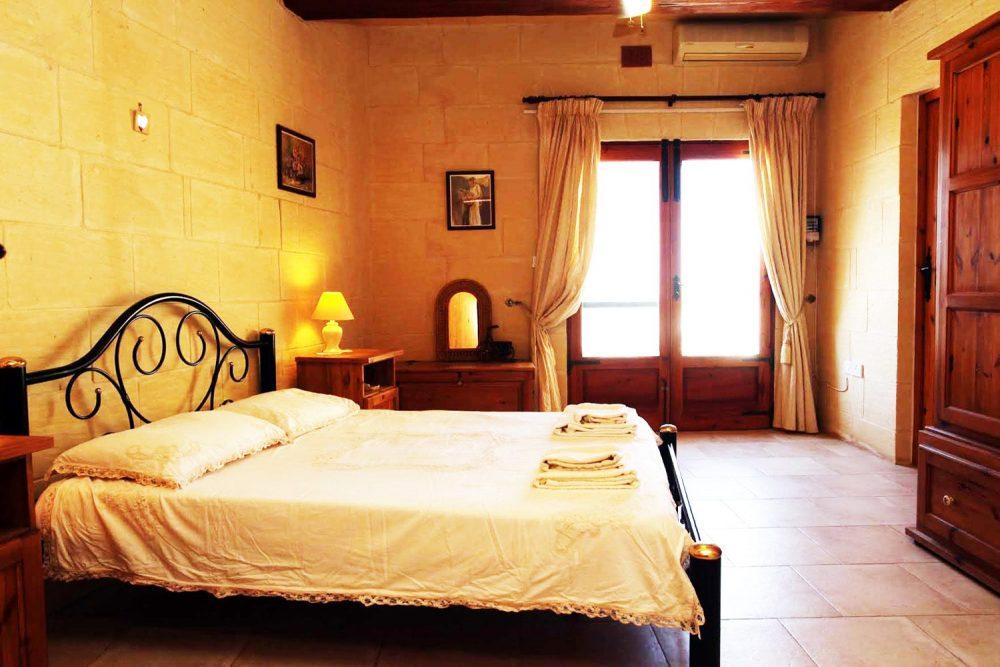 Elysium-Guesthouse-Bedroom
